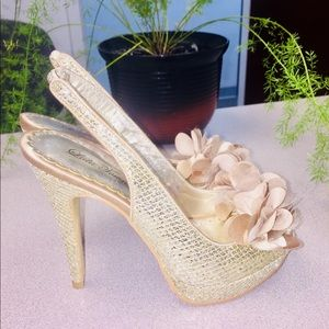 LIKE NEW!!! Gold Sparkle Slingback Heels (Size 6M)